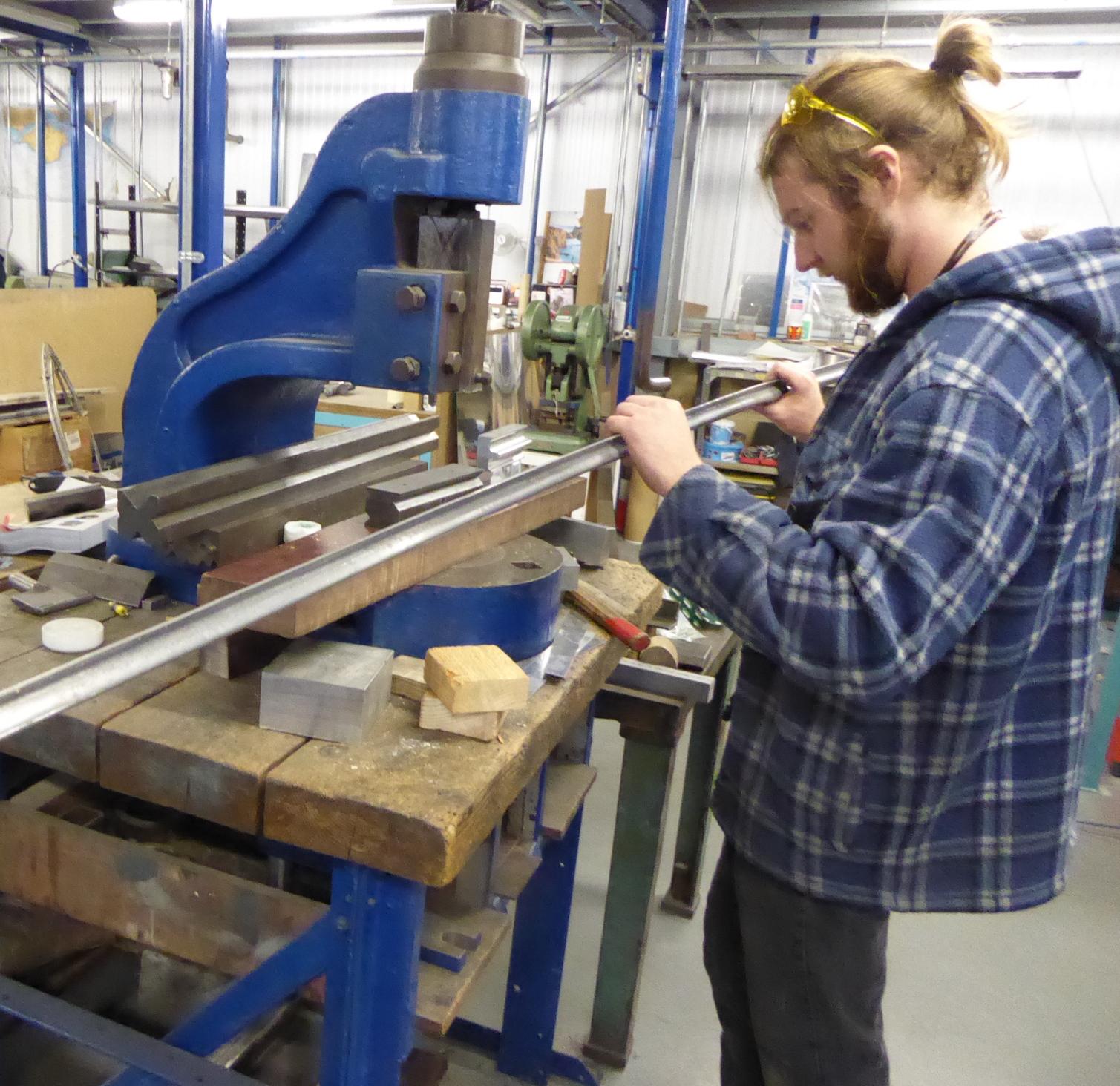 Stringer press tool